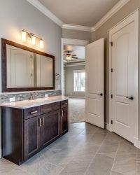 021_master-bathroom